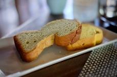 ขนมปังมีให้เลือกเยอะมาก อันนี้เป็นชาเขียว กับอีกอันเป็นฟักทอง